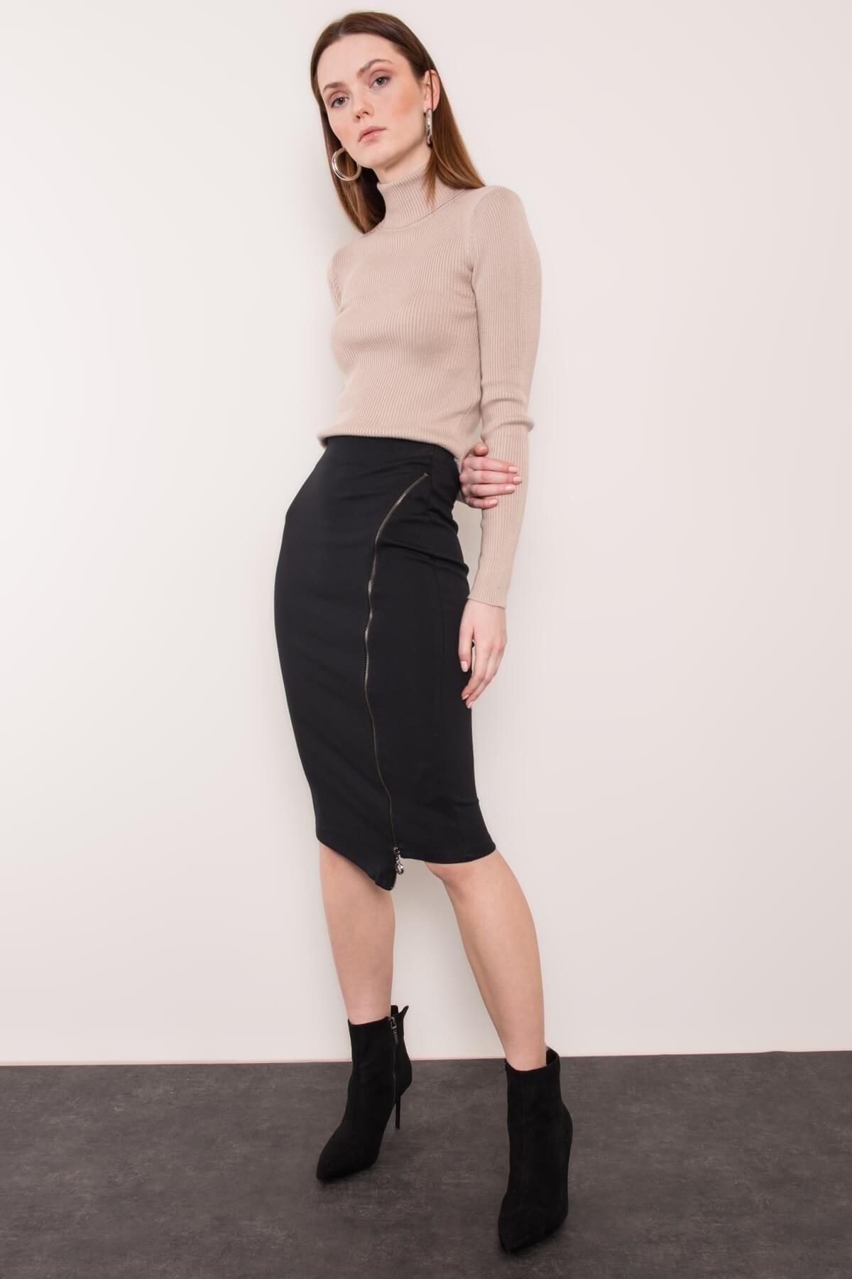 Čierna asymetrická sukňa so zipsom - L