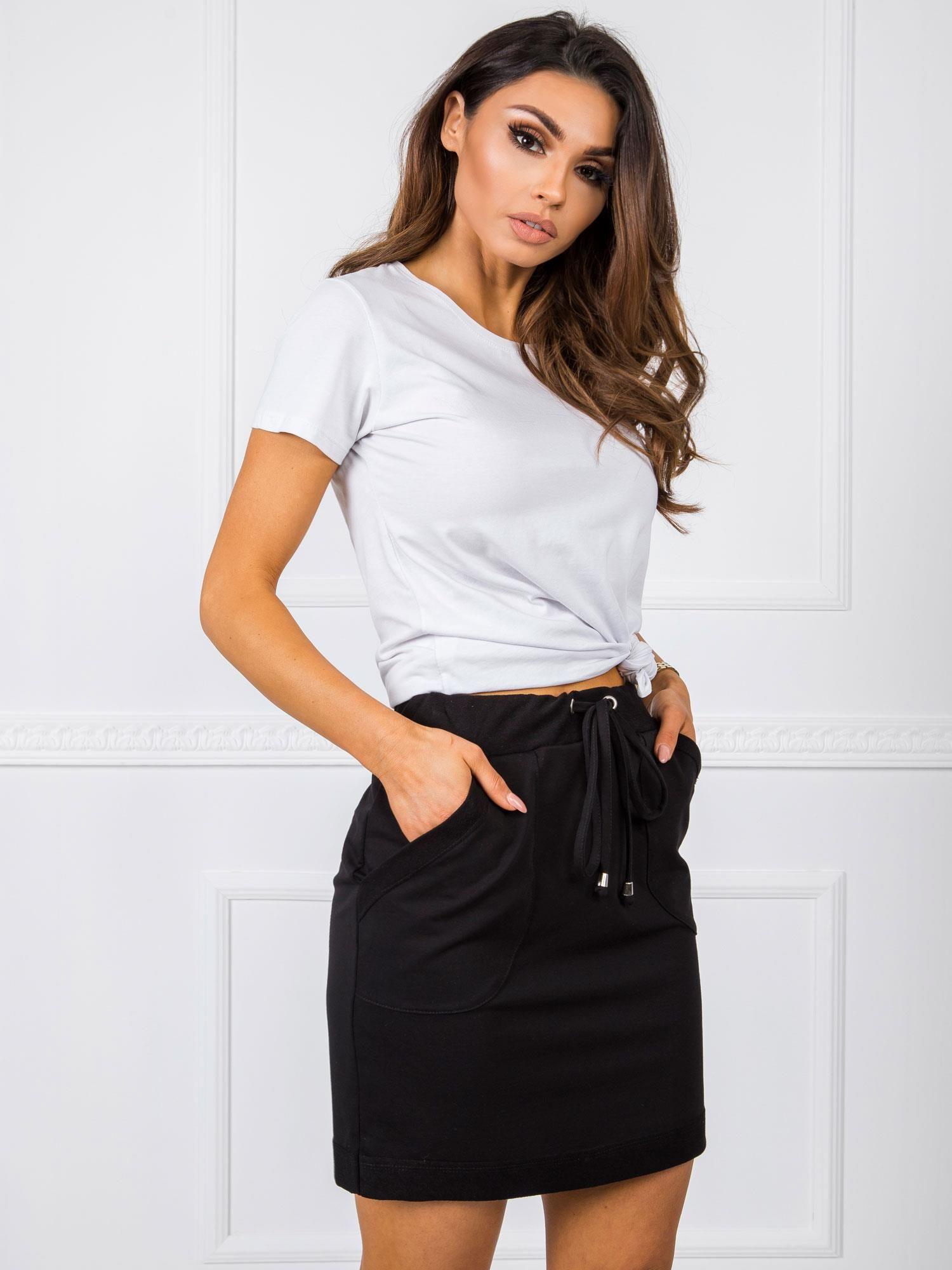 Krátka čierna puzdrová sukňa s vreckami - S