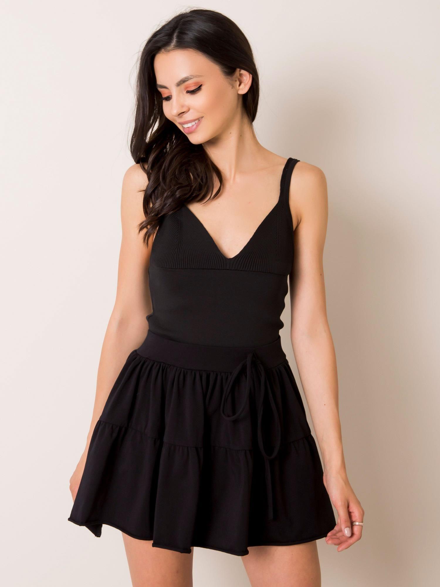 Čierna áčková sukňa so šnúrkou - L