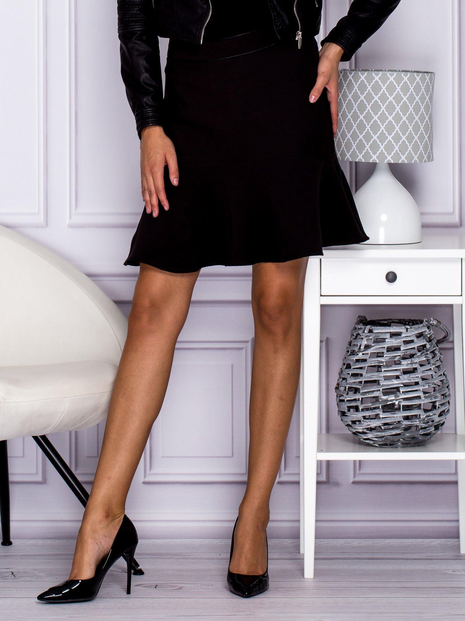 Čierna áčková sukňa s volánikom - 36