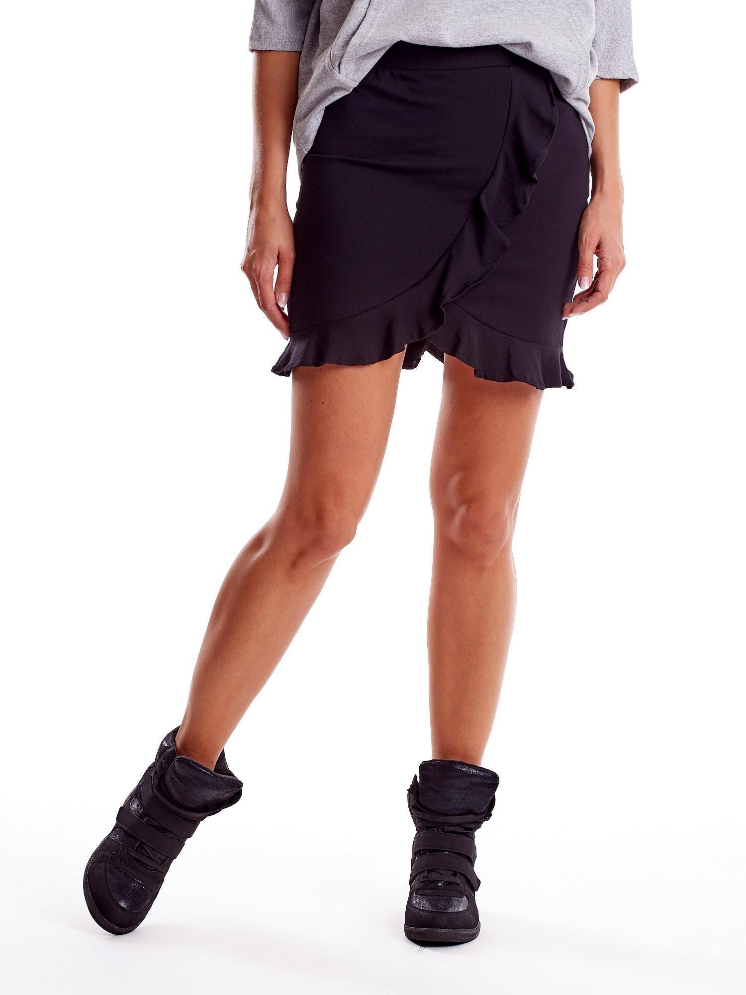 Čierna krátka sukňa s volánom - S