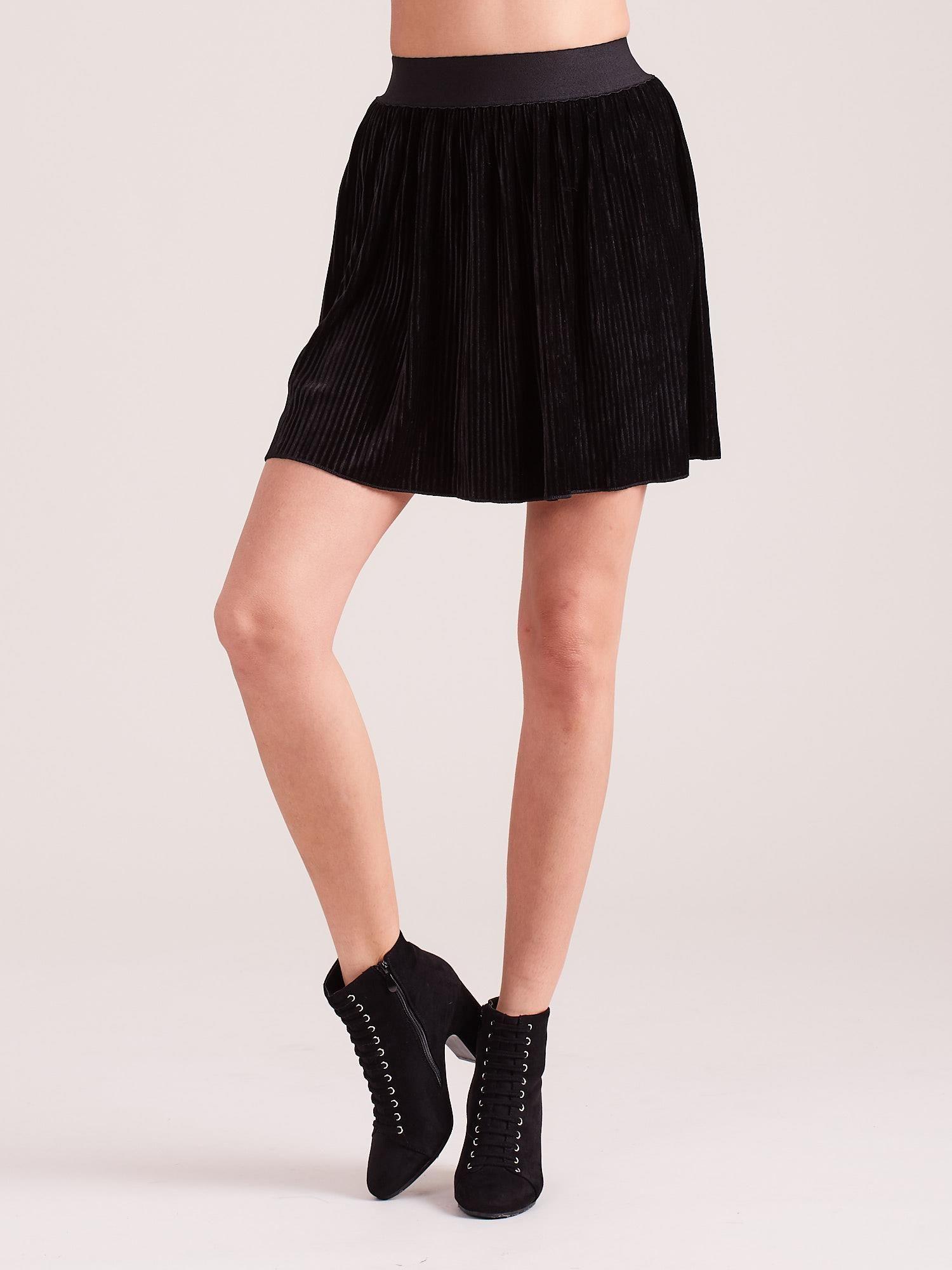Čierna krátka skladaná sukňa - L