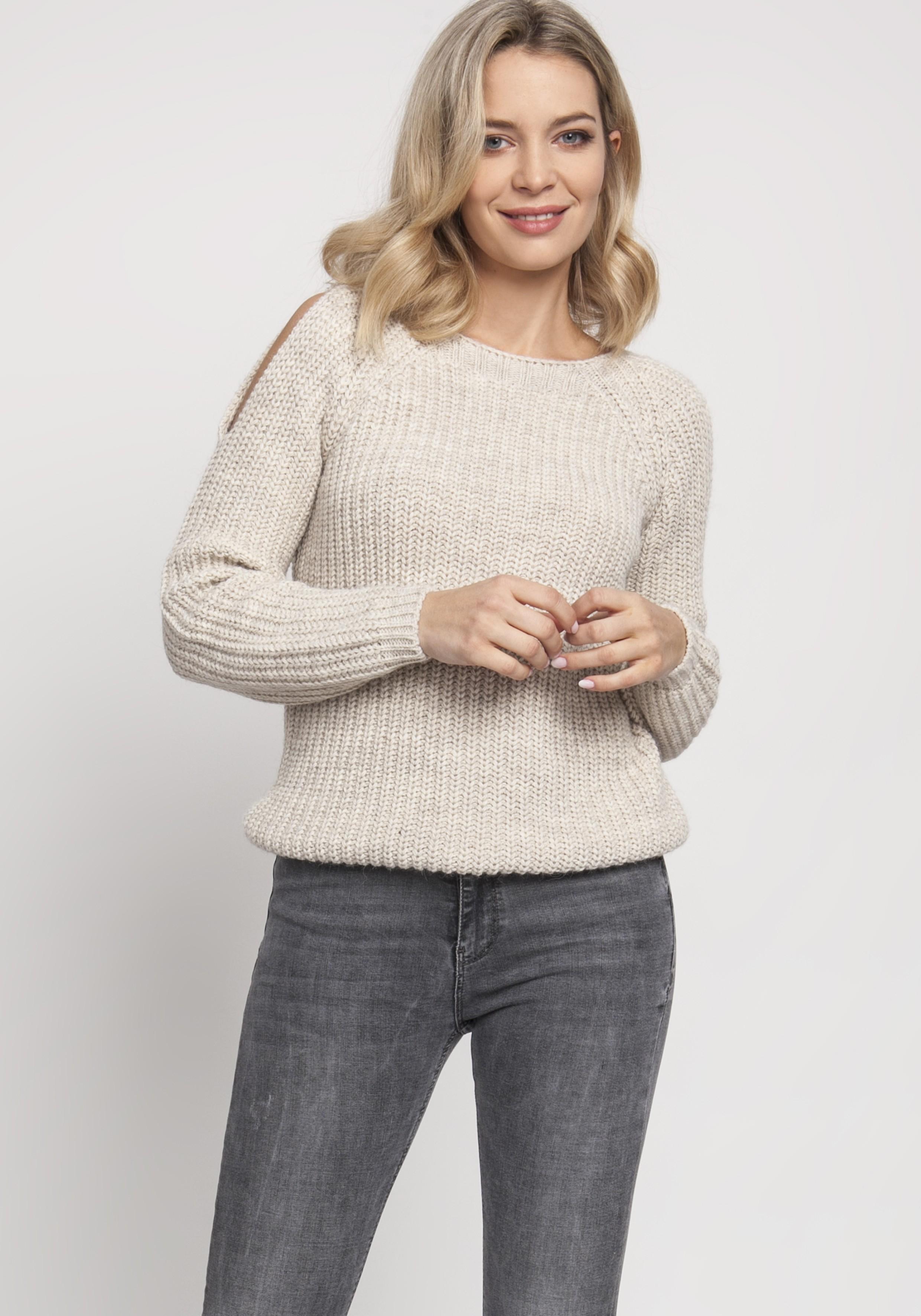 Pletený dámsky béžový sveter s otvormi na pleciach - S