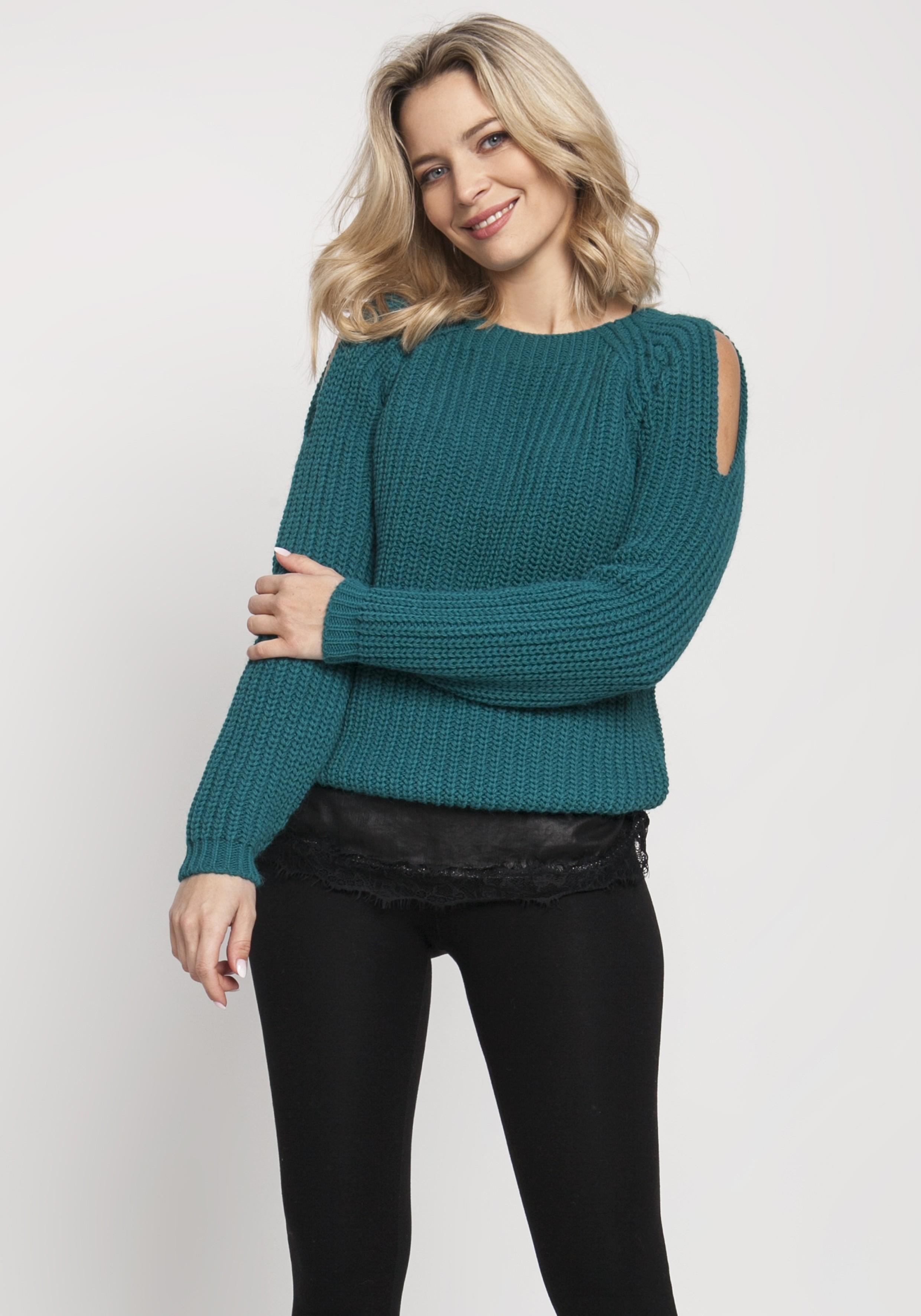 Pletený dámsky zelený sveter s otvormi na pleciach - S