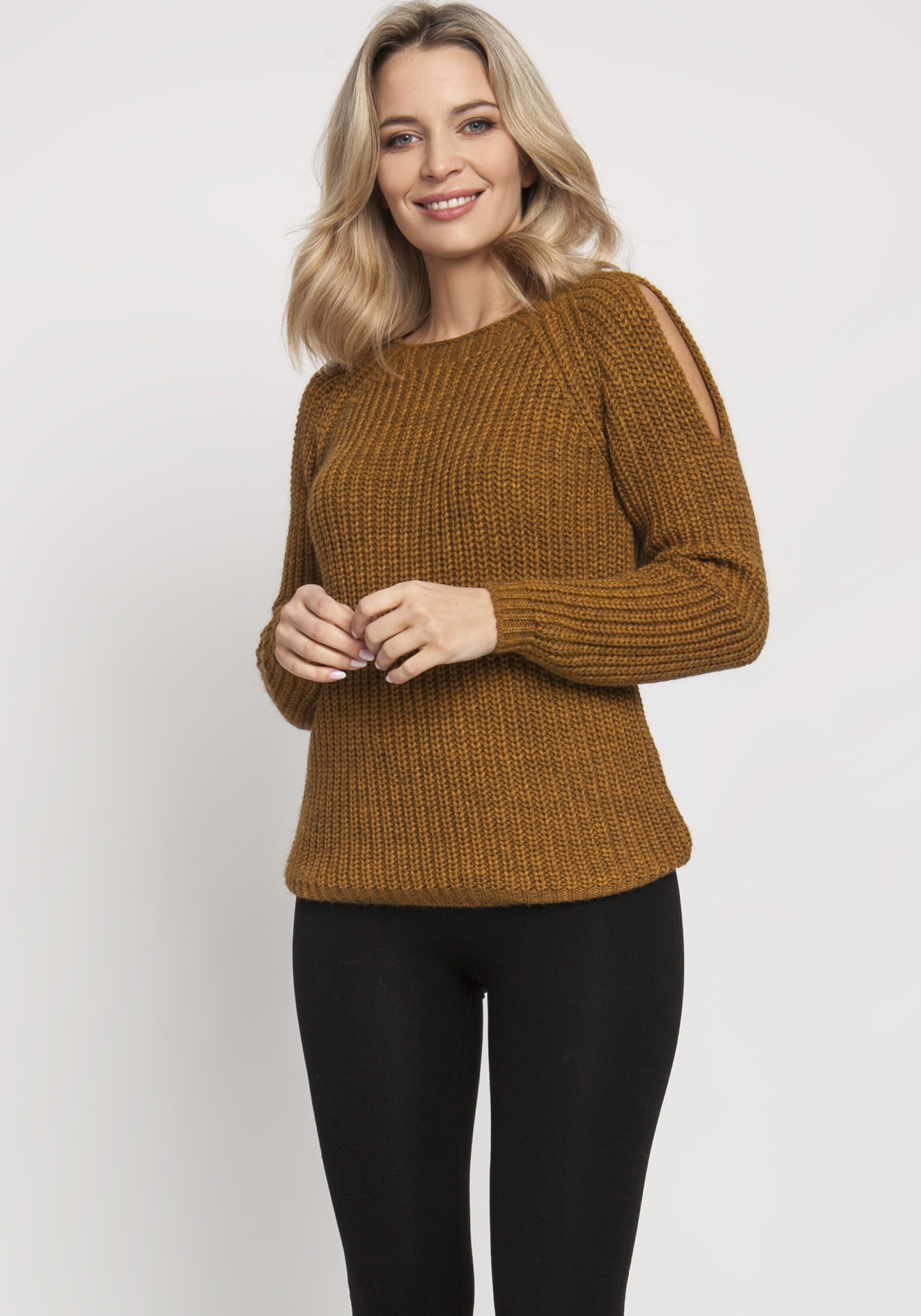 Pletený dámsky horčicový sveter s otvormi na pleciach - S