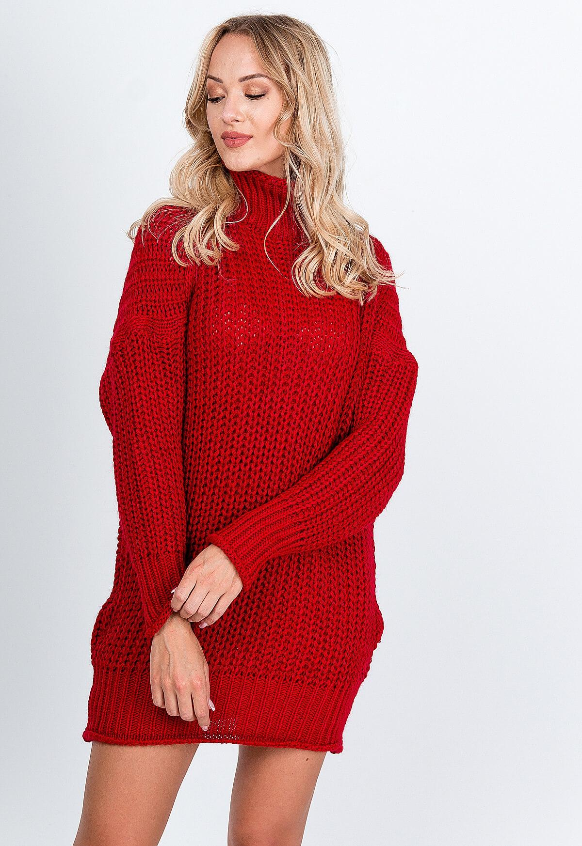 Červené úpletové šaty s golierom