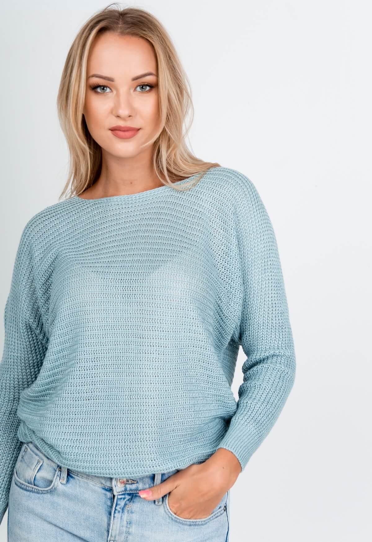 Svetlo modrý oversize sveter s okrúhlym výstrihom