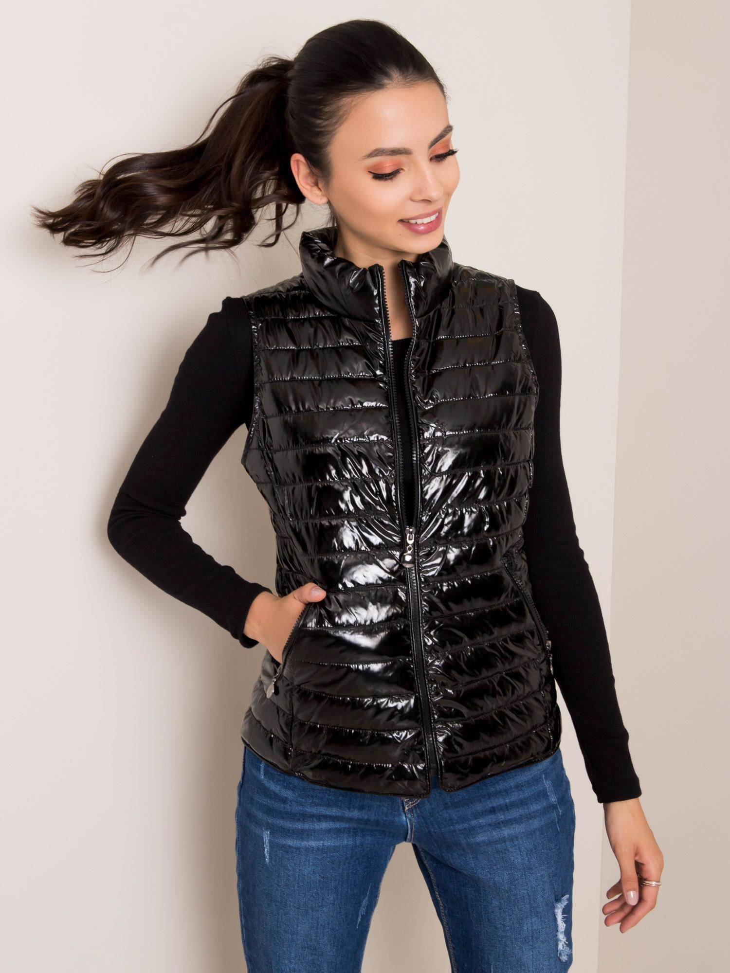 Čierna prešívaná vesta - L