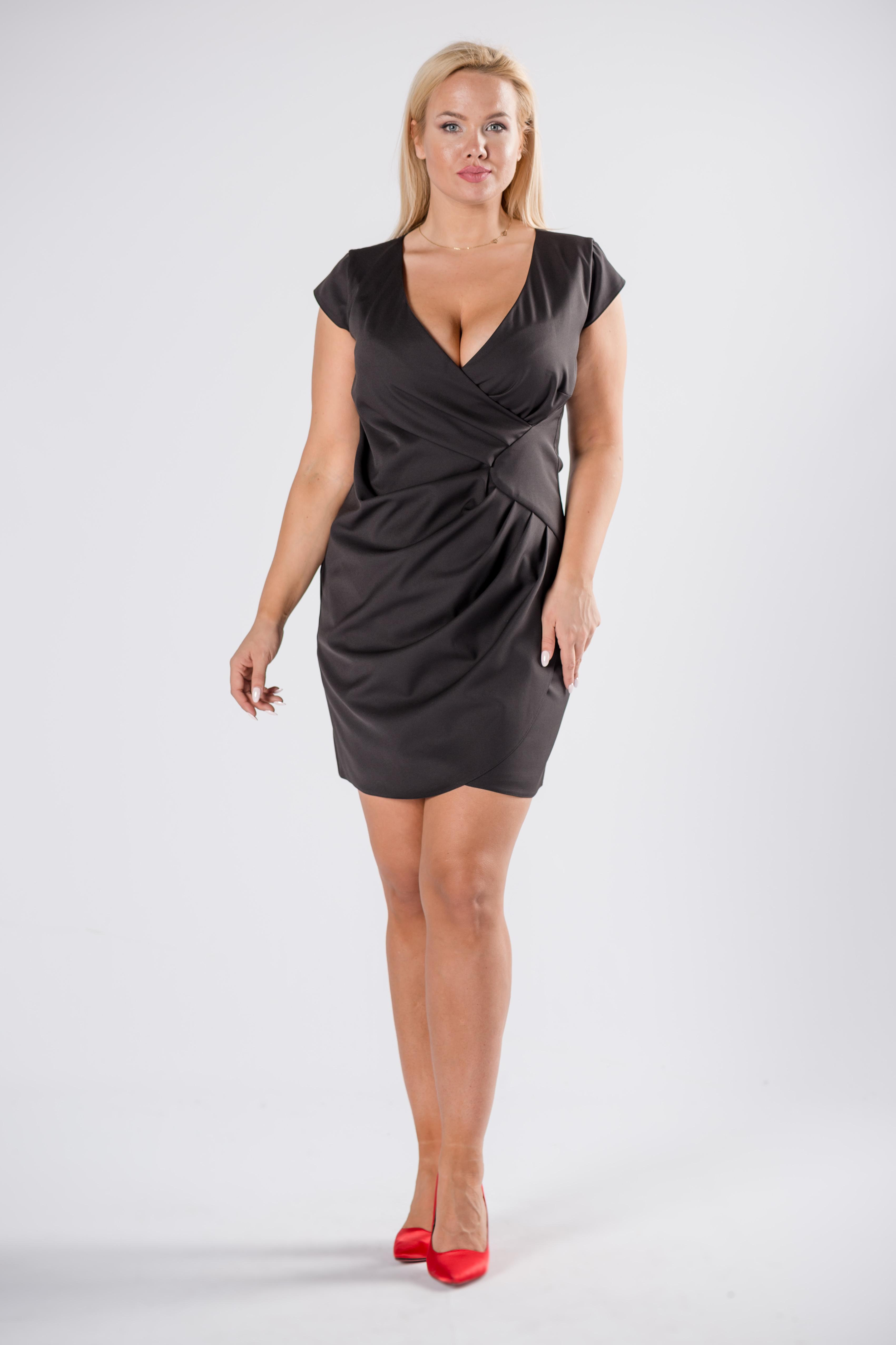 Krátke letné čierne šaty - 44
