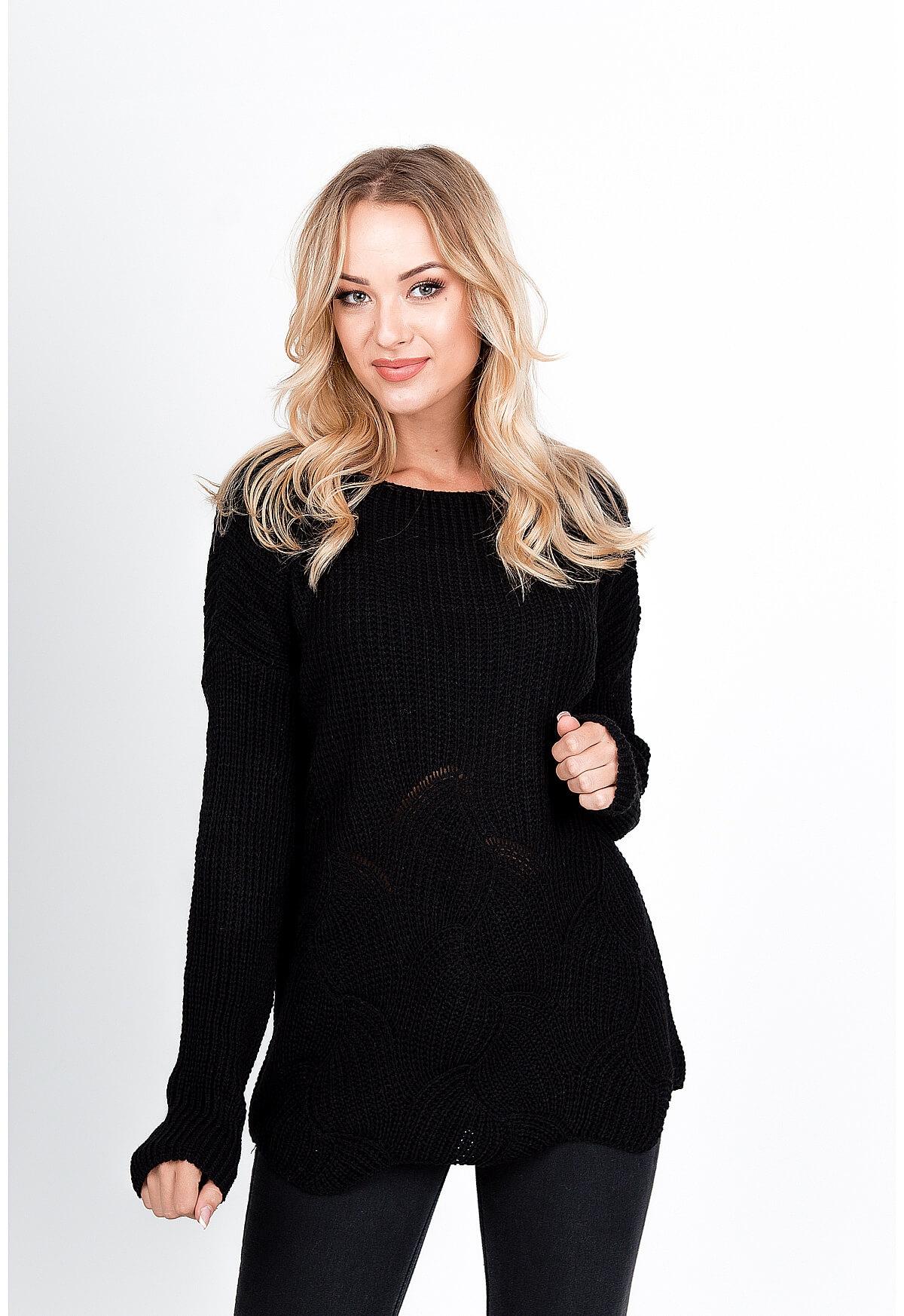 Dlhý čierny sveter